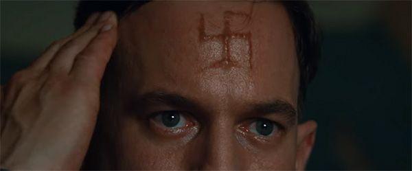Esvástica tatuada en la frente de la película Malditos Bastardos. Cultugrafía. Crítica de cine