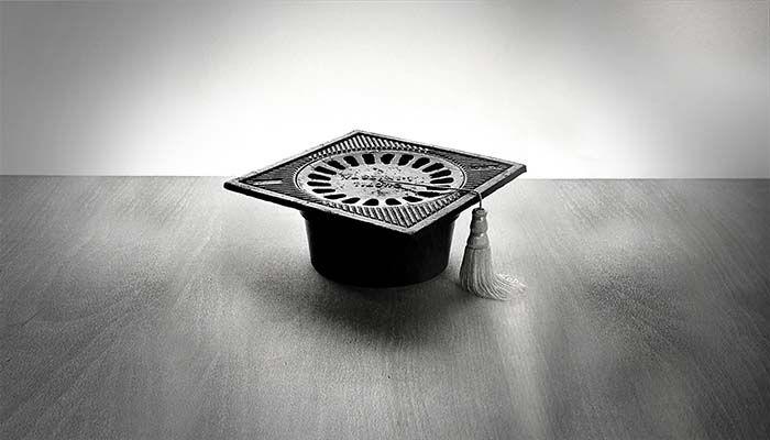 Sumidero y ribete de graduación. Fotografía de Chema Madoz. El habitus y la interpretación del arte conceptual