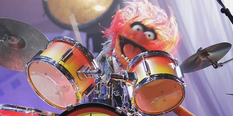 Instrumento batería. Animal de los teleñecos. Muppets