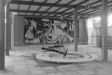 Guernica de Picasso y Fuente de Mercurio de Alexander Calder en la exposición internacional de París de 1937